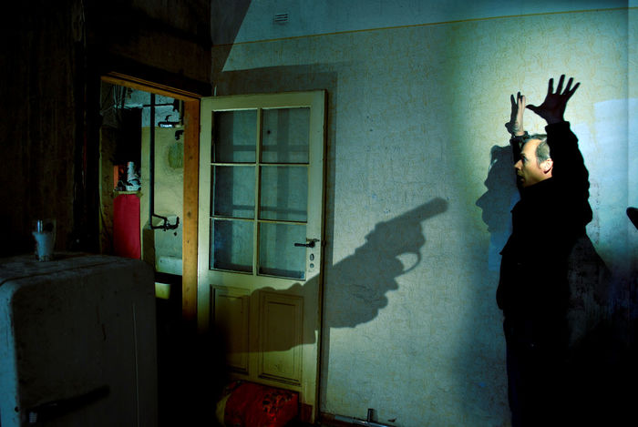 Gefahr Polizei Räuber Waffe Bedrohung Criminal Erwischen Pistole Sich Ergeben Verbrecher Zimmer