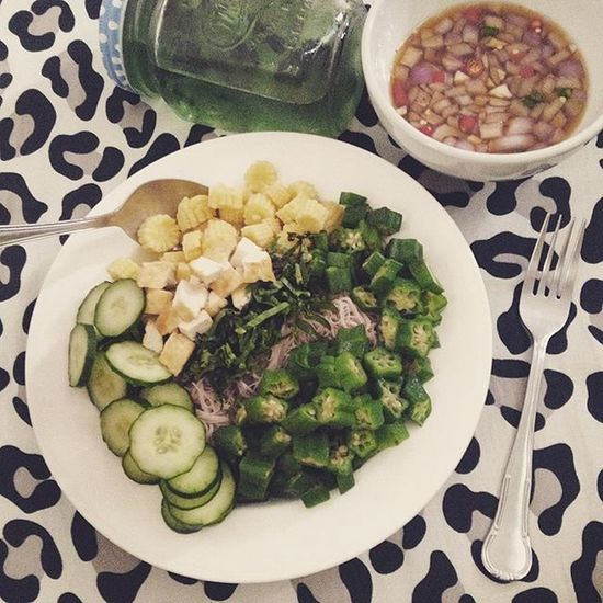 """หมี่ยำมังสวิรัติ* 🍝🌺🌴 """"Spicy veggies Whole wheat noodle"""" Hclf Vegan Healthy Meal Whatieatinaday"""