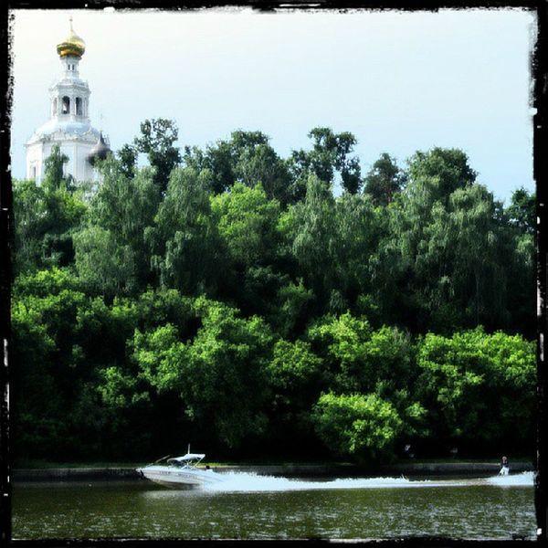 серебряныйбор Москва лодка катер москварека Moscow serebryanybor river boat church церковь храм