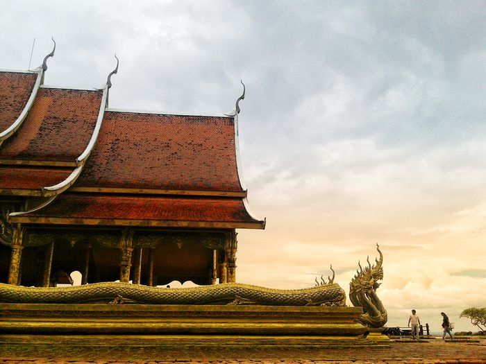 History Cultures Travel Sunset Warm EyeEm Best Shots Eye4photography  EyeEmNewHere Temple Architecture Temple Temple - Building ThailandTemple Thailand City Religion History Sky Architecture Built Structure