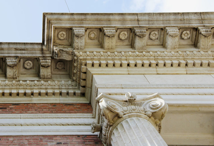 Art And Craft Decorative Architectural Column Ornate Building No People Low Angle View Human Representation The Past History Built Structure Building Exterior Architecture Eaves Classical Style Historical Historical Building