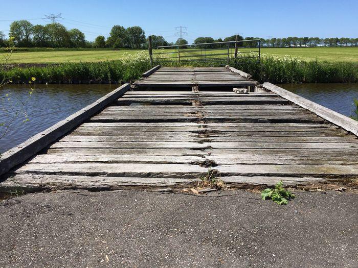 Versleten Brug . Old Bridge Broken Bridge
