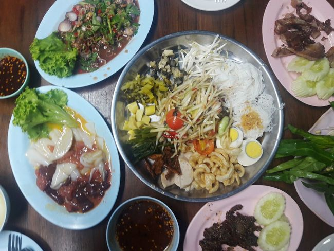 Ready-to-eat Freshness Food Food And Drink Table Bowl Healthy Eating No People High Angle View Serving Size Indoors  Plate Directly Above Soup Close-up Day อาหารอีสาน Esan Food ข้าวสวย Food And Drink Thai Food ส้มตำถาด ส้มตำ