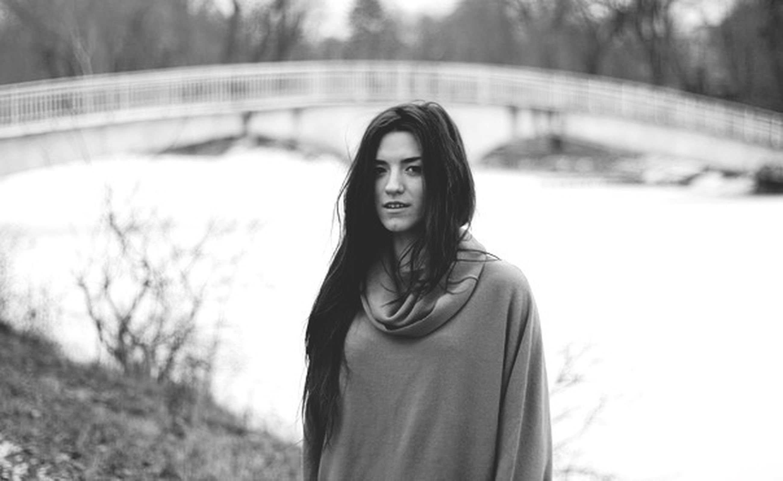 young adult, portrait, looking at camera, person, lifestyles, young women, front view, focus on foreground, casual clothing, leisure activity, smiling, standing, waist up, long hair, three quarter length, confidence, warm clothing