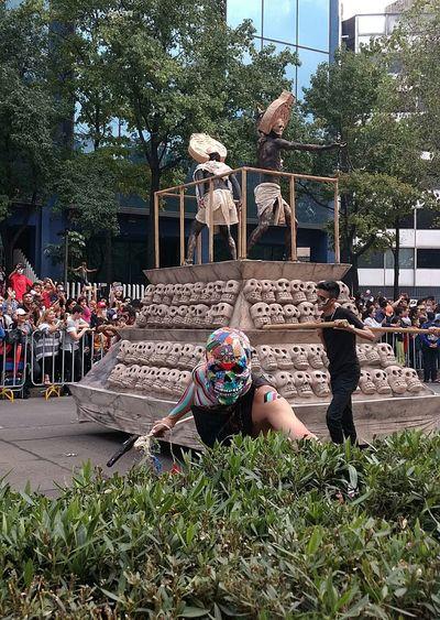 Dia De Muertos México DIA DE MUERTOS ❤ Centro Historico Mexico City 28 Octubre Desfile Dia De Muertos Reforma México Prehispanico Beauriful Colours Tradiciones Mexicanas Day