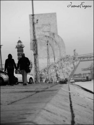 padrao dos desobrimentos Padrão Dos Descobrimentos Belém Walk In Portugal Walk Couple Couple Walking Portugal Portugal_lovers Monument ByTheRiver