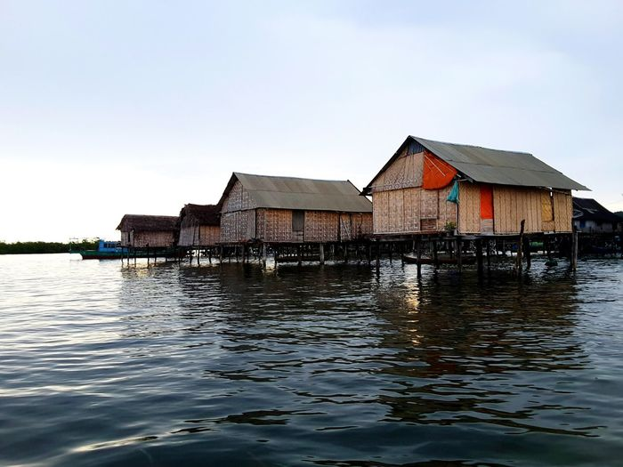Tradisional Housing of Bajo Wakatobi Tradisional Housing Architecturephotography Floating On Water Architechture Bajo Housing Settlement Fisherman Village Tradisional House