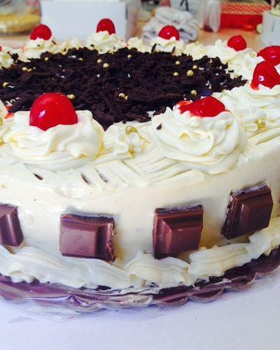 Yey. Cake 🍰 Photography Madebyyourstruly Buttercreamfrosting