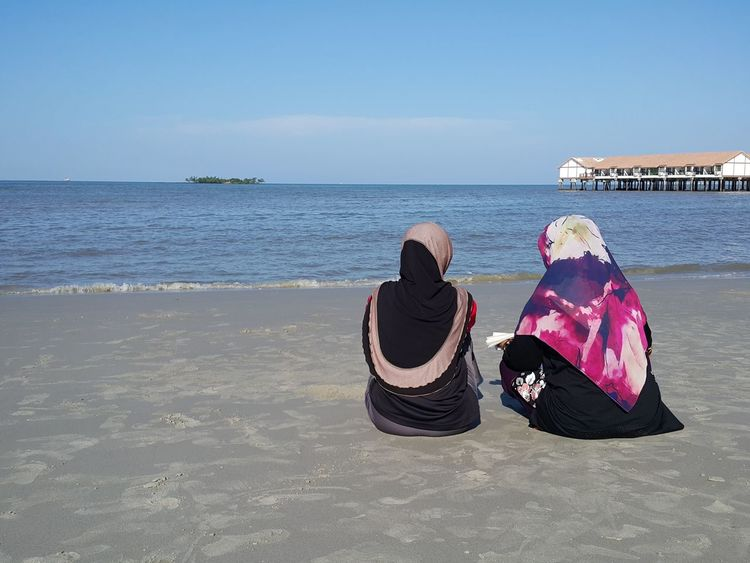 Best friends. Heart to heart talk. Beach Sea Sand Sunny Horizon Over Water Vacations Travel Destinations Adult Only Women Sky Friendship Bestfriend EyeEmNewHere Vacation With My Best Friend Vacation Mode House Over The Sea Island And Sea Sandy Beach Muslimah Muslim Women Blue Water Blue Sky Outdoors Nature People Day Second Acts