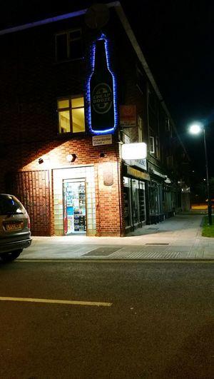 Streetphotography City Urbanphotography Open Shop Hoxton London Nightphotography Nightshot Off Licence