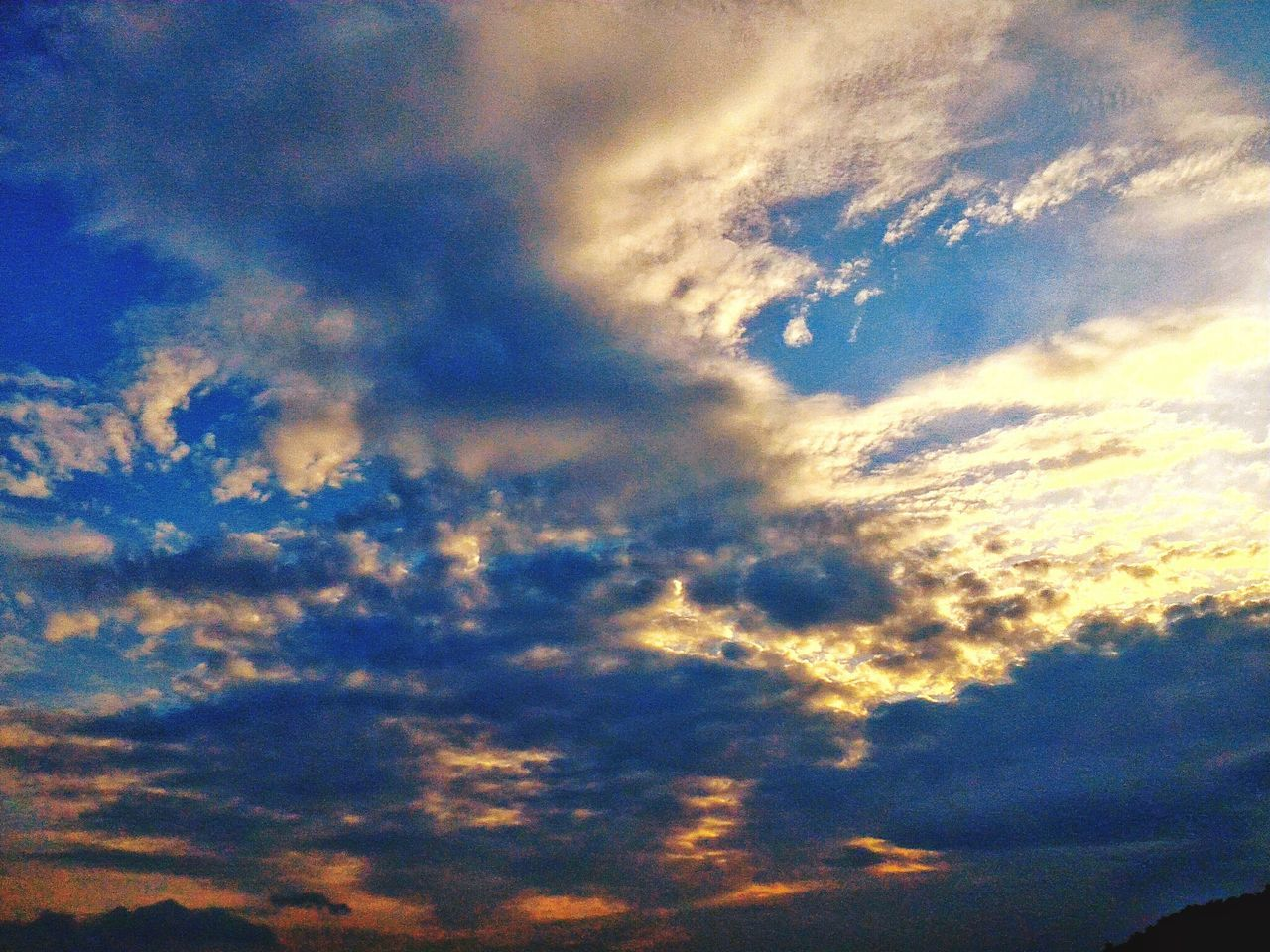 sky, beauty in nature, cloud - sky, nature, low angle view, sky only, backgrounds, scenics, cloudscape, dramatic sky, atmospheric mood, tranquility, no people, full frame, sunset, tranquil scene, outdoors, blue, day