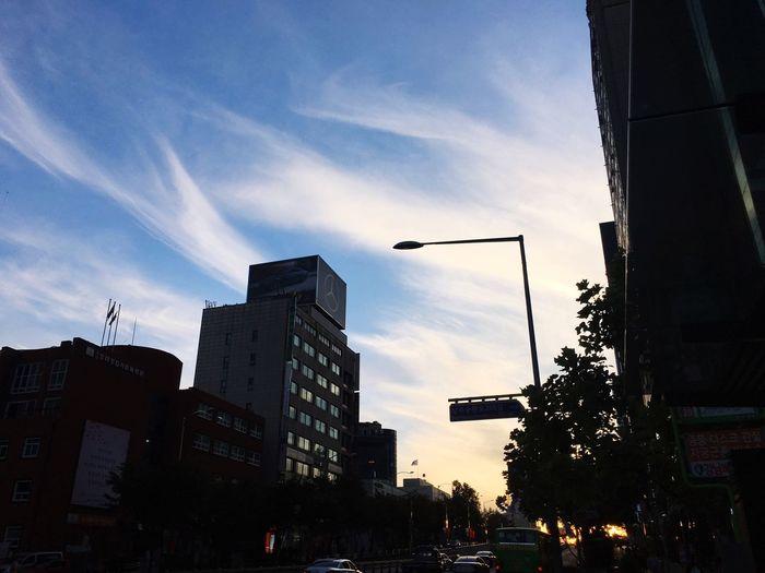 맑은 하늘, 멋진 노을~ Architecture City Street Light Sky City Life Low Angle View City Street Cloud - Sky Everyday Joy I Love My City Thanks God Sunset