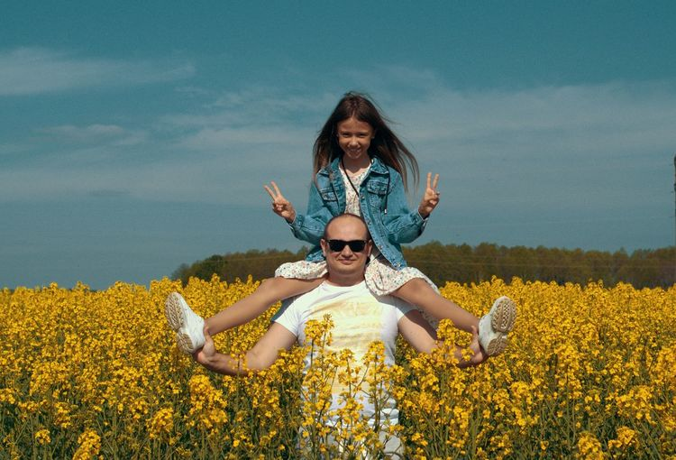 Portrait of dad with daughter on shoulders