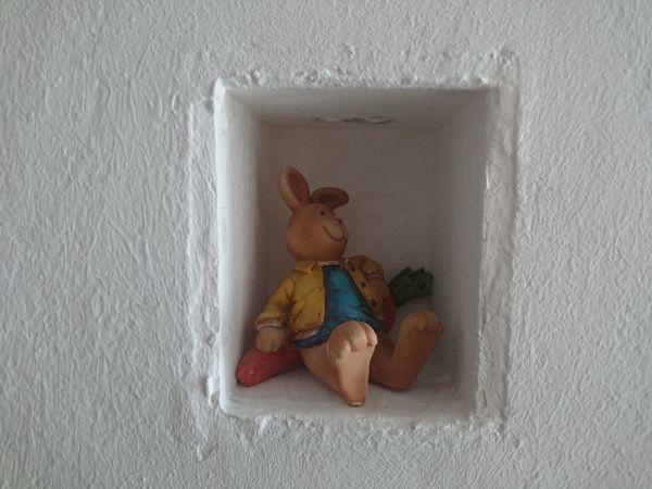 Art Close-up Hase Hole Loch  Mauer Portrait Rabbit Toy
