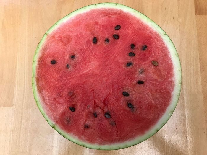 Melone auf Holz Melon Food And Drink Fruit Healthy Eating Food Freshness Wellbeing Directly Above