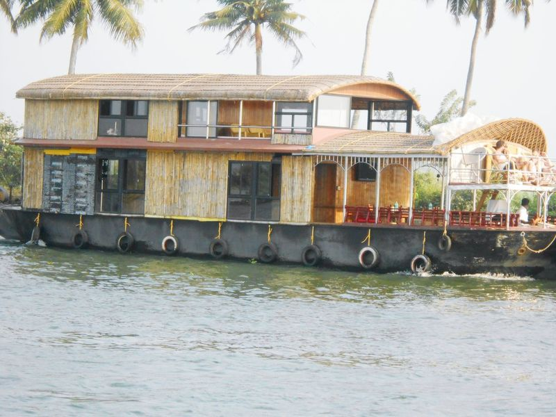 Taking Pictures House Boat Check This Out Hello World Beautiful World Boat Trip People Watching Photography Karela Taking Photos Wather Reflections Water Reflections Beautiful Day Wather Collection