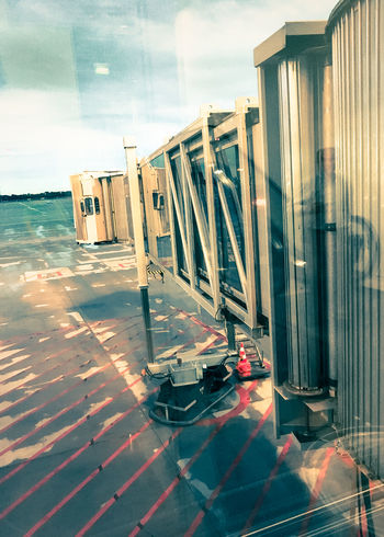 Keep me in my plane MUC Airfield Airport Architecture Aviation Built Structure Business Travel Frequentflyer Gangway IPhone SE Mirrored Image Sky