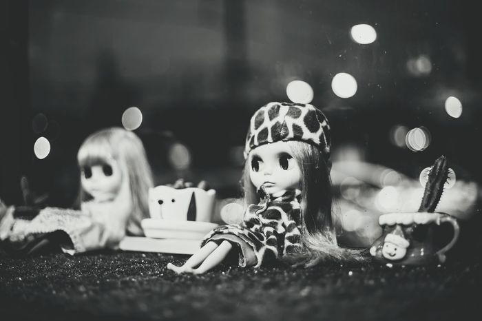 Christmas Winter Happiness Christmas Tree Indoors  Childhood Night Celebration Snowflake People Christmas Present Christmas Decoration Child Warm Clothing Close-up Doll Blythe Doll Girls Portrait Black & White Backgrounds Wallpapers Lovely Fun ของสะสม
