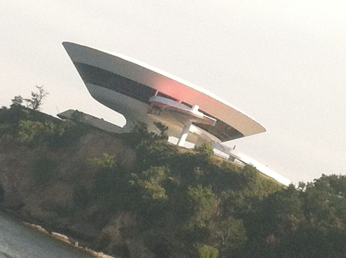 Amazing Architecture Architecture Art Museum Beautiful Architecture Brasil Brasil ♥ Brazil Cliff Contemporary Architecture Contemporary Art Flying Saucer Flying Saucers In Rio De Janeiro Modern Architecture Modern Art Museum Museum Of Art Museum Of Modern Art Museums Niterói Rio Rio De Janeiro Rio De Janeiro, Brazil Saucer Visiting Museum