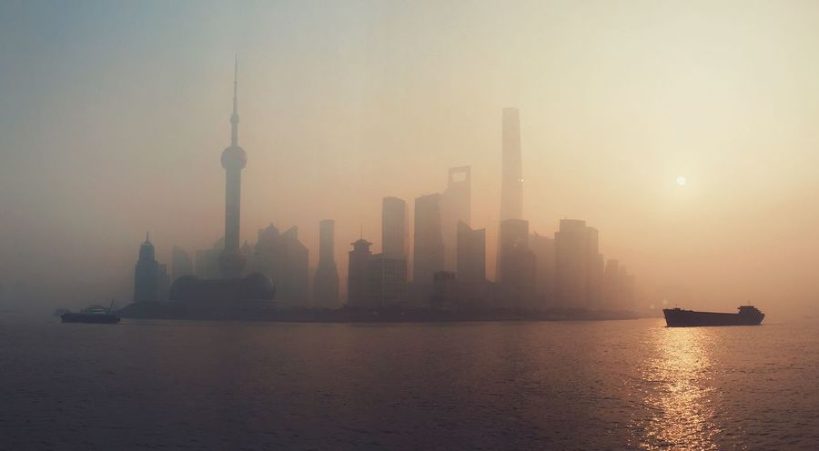 The Great Outdoors - 2018 EyeEm Awards The Architect - 2018 EyeEm Awards Tower Architecture Fog Megapolis Waterfront Water Tall Oriental Pearl Tower Foggy Urban Skyline Urban Scene Modern Ship Town China Landscape Early Morning Ghost River Shanghai Sunrise Place Of Heart The Architect - 2017 EyeEm Awards