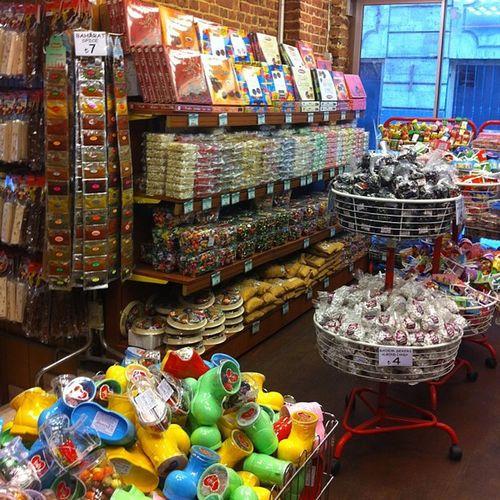 Ramazan vakti Iftar oncesi hazırlıklar Koska Helva seker candy delight lokum cikolata istanbul istiklal taksim yemek food