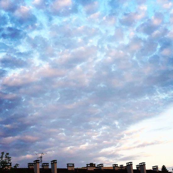 Joli ciel du matin pour une journée pleine d'entrain 😘😘 Sky Cloud - Sky Architecture Built Structure Building Exterior Low Angle View Blue