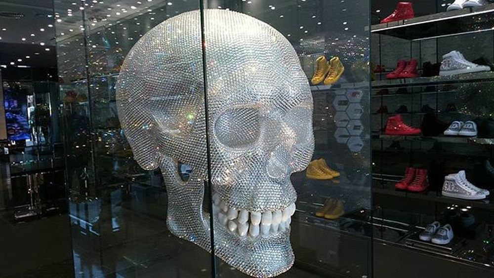 SwarovskiSkull 2 '20 x 1'60.The Fund Is Sold Shoes That  Are  Worth 1200€ Paseo De Gracia 44 Barcelona