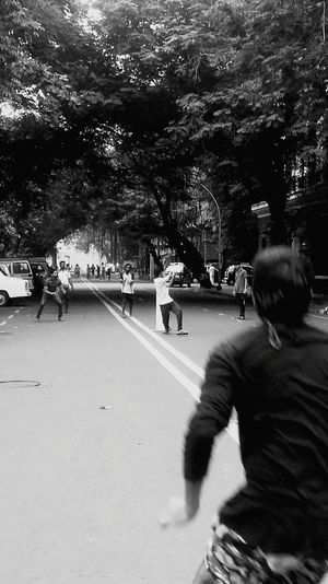 Streetphotography Playing Cricket Playing Games Exercise Sport In The City
