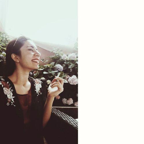 Bu yaz boyunca belki de son kez gülüyor.. 😄 Nedenböyleoldu Yazbitiyor Benbeyazkaldım Smile Bigsmile Kimono Cigarettes