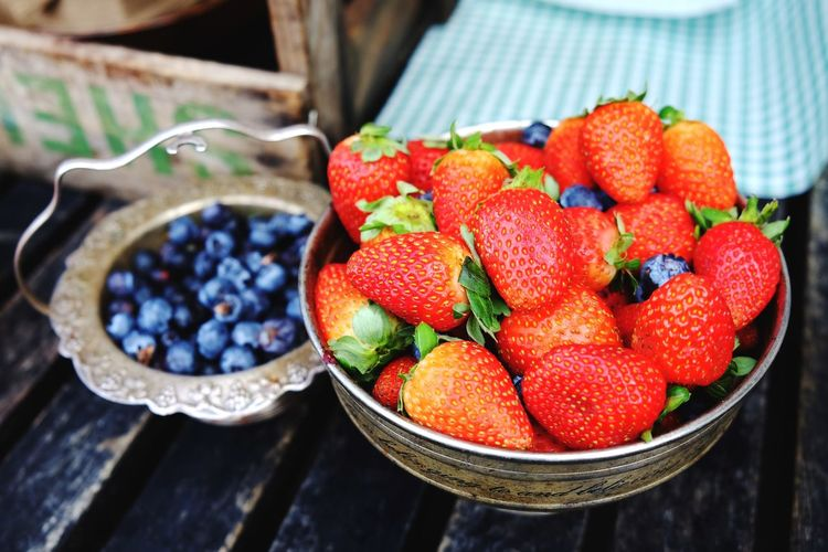 Close-up of strawberries in bowl on table