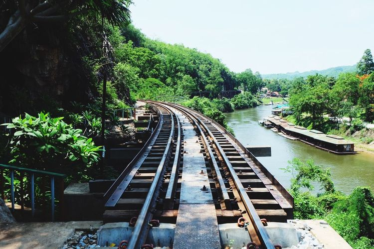 ถ้ำกระแซ สถานีรถไฟถ้ำกระแซ Train Station Khanchanaburi Railwaystation Railway Railway Track River And Trees The Way To Somewhere Chunsumonpics Just Breathing