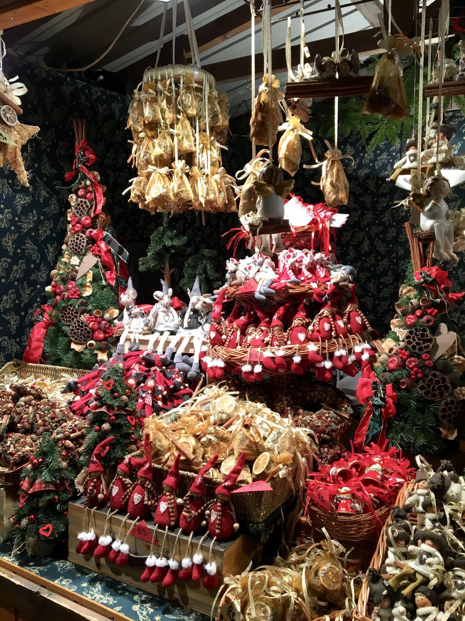 CHRISTMAS DECORATION IN MARKET STALL