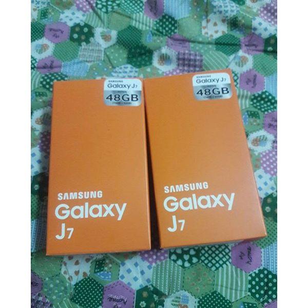 มีสองเครื่องละนะ 😉😉 Galaxyj7 J7 Samsunggalaxyj7