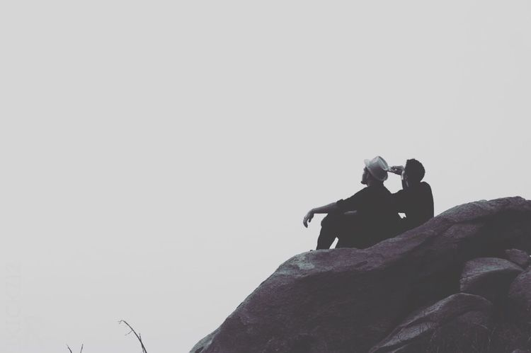 FRIENDSHIP 💙 Two People Sitting Nature Fog Gallery Picoftheday EyeEmNewHere Friendship Togather Men People Welcome To Black