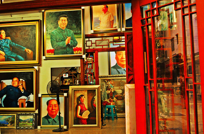 A woman among men Art Art Store Creativity Dafen Dafen Oil Painting Village Multi Colored Colour Of Life Oil Painting Paintings Red Shop Art Is Everywhere