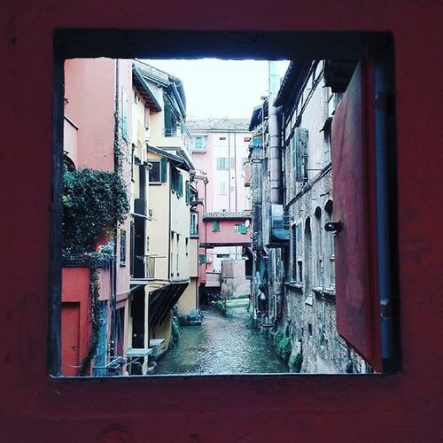 Finestrelladiviapiella Finestrella Bolognacentro Bologna Italy Window Reno Fiumereno