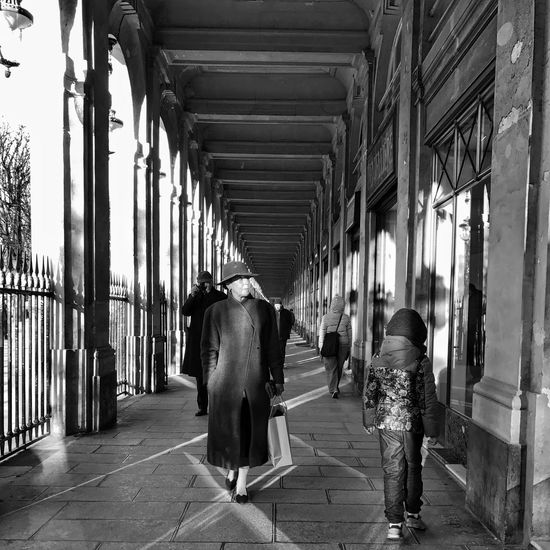 Fashion Week in Progress 😀 Walking and Shopping ♡ Built Structure People City Iphonephotooftheday Blackandwhite Bnw Mobilephotography Iphonephotography Iphoneonly Iphonographie EyeEm IPhoneography Outofthephone IPhoneography Snapseed Streetphotography Photooftheday EyeEm Alley Palais Royal Paris