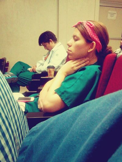 Tbt . That's Me Relaxing Dormida en clase de cirugía despues de guardia