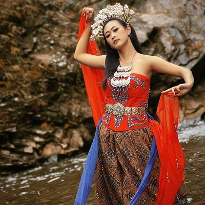Lipho Kofaba Model Traditional dancedancerlakecicbandungindonesia