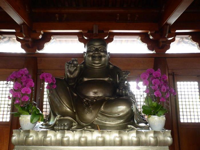 """Im Jing'an-Tempel (Chinesisch: 静安寺, übersetzt """"Tempel des Friedens und der Ruhe"""") Shanghai Shanghai, China Jing'an Temple"""