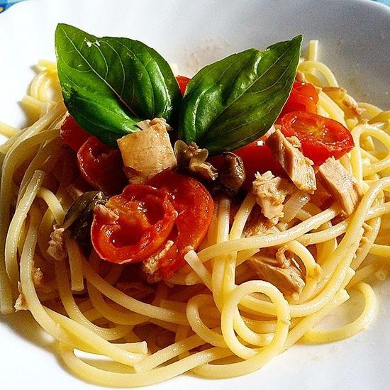 Spaghetti Pomodorini e Tonno Capperi cipolla basilico italy tuscany food italianfood