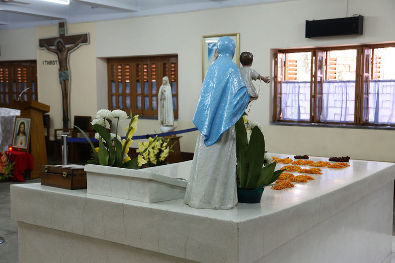 Tomb of Mother Teresa, decorated with fresh flowers in Kolkata, West Bengal, India on Nov 25,2012. Missionaries Agnes ASIA Bojaxhiu Calcutta Catholic Charity Christianity Faith Gonxhe Humanitarian India Kolkata Mission Mother Mother House Nun Poor  Prize Religious  Sister Teresa Tomb West Bengal