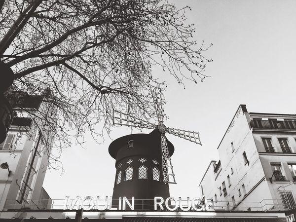 Paris Moulinrouge Traveling