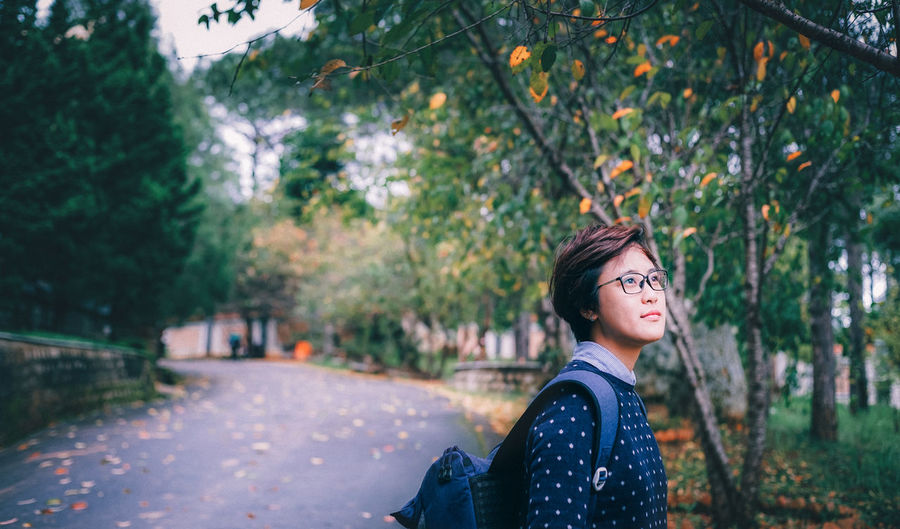 Travel Autumn Colors Leaves🌿 Traveling Vietnamese Bag Beautiful Woman Day Eyeglasses  Focus On Foreground Lifestyles Nature One Person Outdoors People Real People Roadtrip Travel Destinations Tree Young Adult Young Women