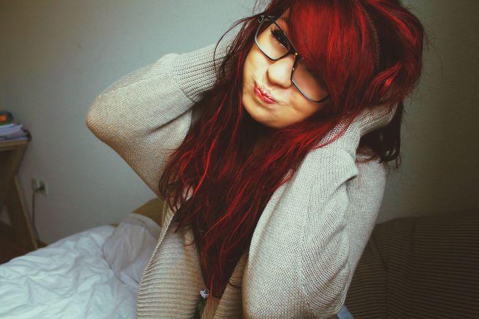 La folie m'aide à vivre heureuse dans ce monde si triste. Colorful Hair Sefl Portrait RePicture Femininity Crazy Face
