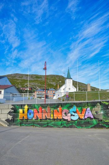 Nice graffiti with Honningsvag's town name, under the iconic church and a great sky Church City Colourful Finnmark Graffiti Honningsvag Norway Norway ✌ Scandinavia Architecture Art Blue Blue Sky Bluesky Cloud - Sky Day Graffiti Art Graffiti Wall Multi Colored No People Outdoors Place Name Sky Summer Tag