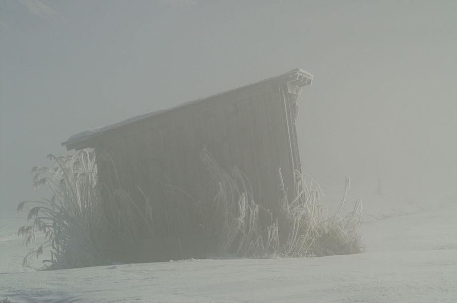 Schweiz Switzerland Wallis Leuk Winter Wintertime Hütte Nebel Foggy Morning Eis Ice Schnee Schneelandschaft Winter Wonderland Winter Landscape
