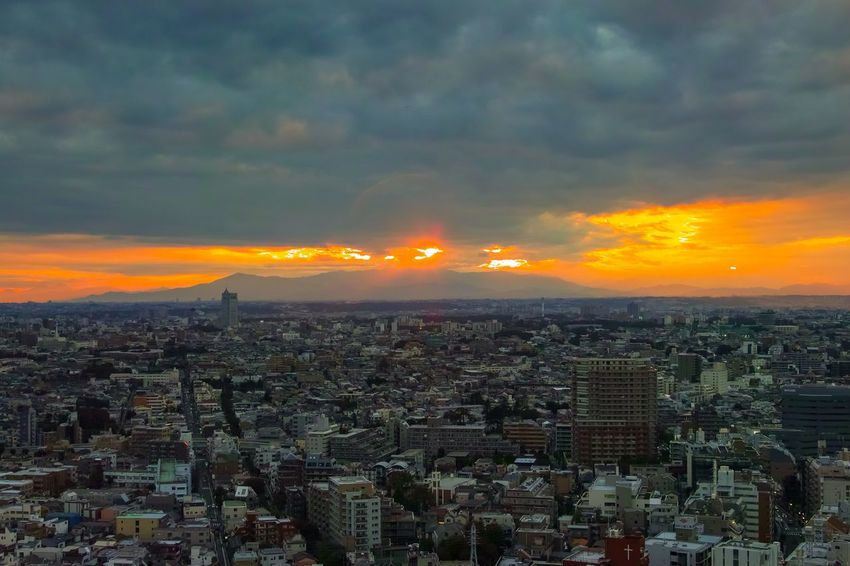 富士山🗻は出ませんでした😅 Sunlight Sunset_collection Sunset Silhouettes Evening Sky City View  Cityscape Landscape_Collection Landscape_photography Taking Photos EyeEm Best Shots EyeEm Gallery From My Point Of View The Week on EyeEm City Sky Architecture Building Exterior Cityscape Cloud - Sky Built Structure Building Landscape Dramatic Sky Orange Color Sunset Skyscraper Office Building Exterior