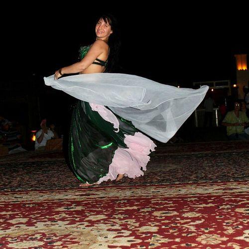 Sweet smile Dance Dancer DanceShow Instadance instadancer instagood facesoftheearth bellydance desert desertsafari dubai mydubai mydubaitrip streetphotography shotbybimo