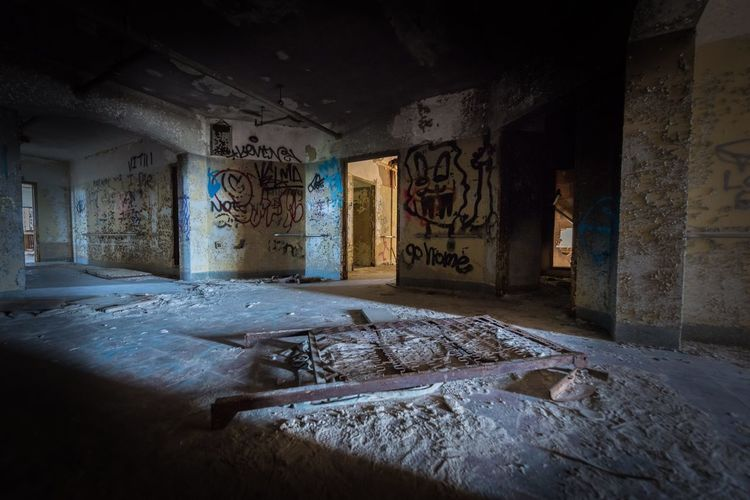 Bando Urban Photography Psychiatric Ward Abandoned Damaged Architecture Built Structure Bad Condition Indoors  Building Weathered Deterioration Old Ruin Broken No People Decline